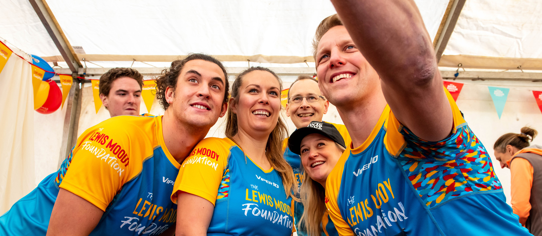 Lewis Moody takes a selfie with the Bath Half Marathon runners
